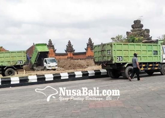 Nusabali.com - taman-depan-pintu-gerbang-puspem-badung-dirombak