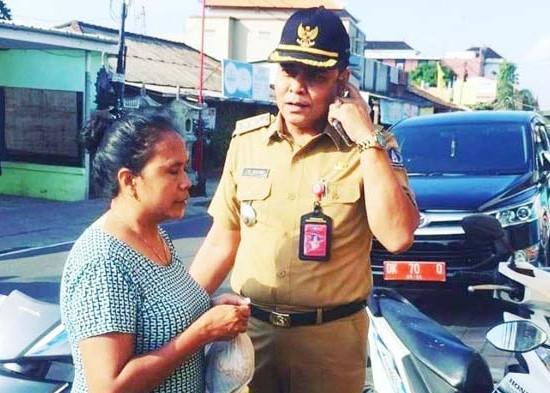 Nusabali.com - parkir-sembarangan-manajemen-uluwatu-square-dan-sidewalk-kena-semprit