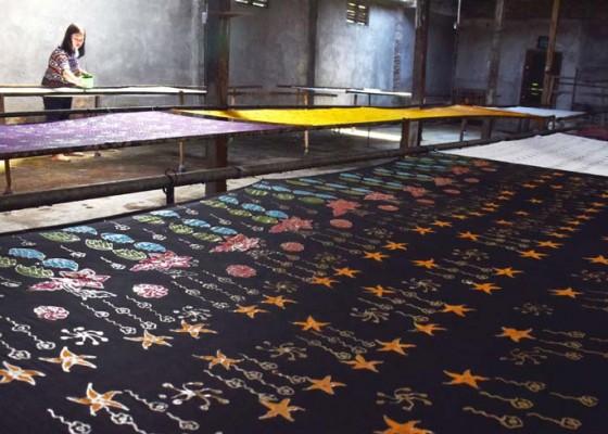 Nusabali.com - perajin-batik-kenongorejo
