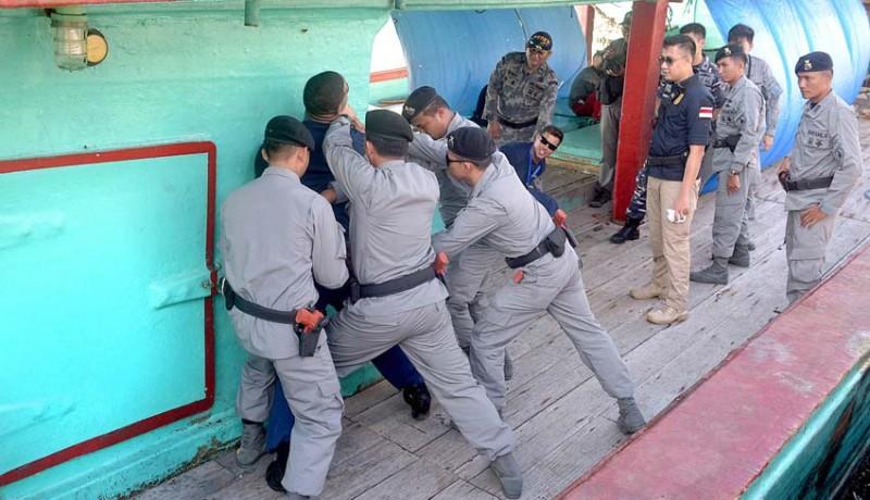 www.nusabali.com-bakamla-tangkap-dua-kapal-asing-di-perairan-benoa