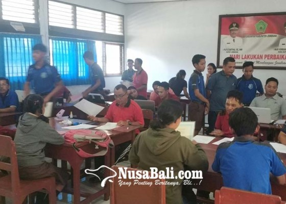 Nusabali.com - pelamar-dua-sman-di-negara-membeludak