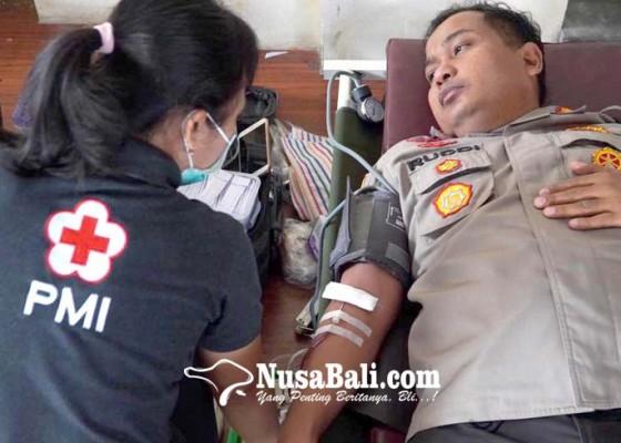 Nusabali.com - kapolresta-dan-puluhan-personil-donor-darah