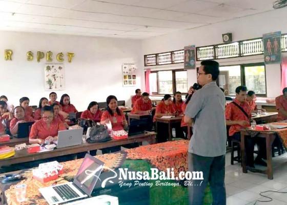 Nusabali.com - guru-smpn-4-kediri-dilatih-kurikulum-2013