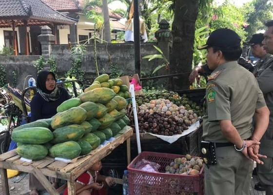 Nusabali.com - membandel-pedagang-buah-terancam-diseret-ke-meja-hijau