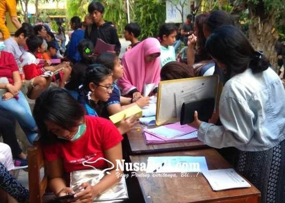 Nusabali.com - pendaftaran-gelombang-kedua-orangtua-siswa-mengaku-pasrah