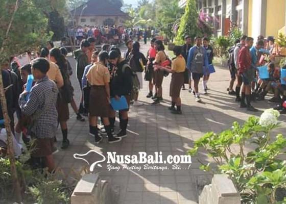 Nusabali.com - yayasan-berharap-smk-tp-45-kayuambua-dijadikan-smk-negeri