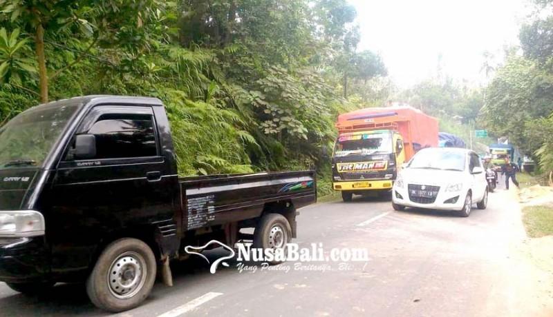 www.nusabali.com-truk-mogok-lalu-lintas-terhambat
