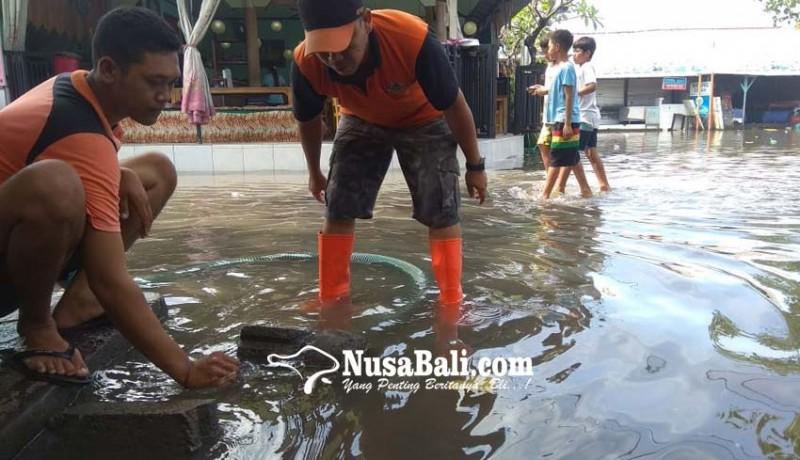 www.nusabali.com-air-laut-meluber-ke-wisata-kuliner-pantai-lebih