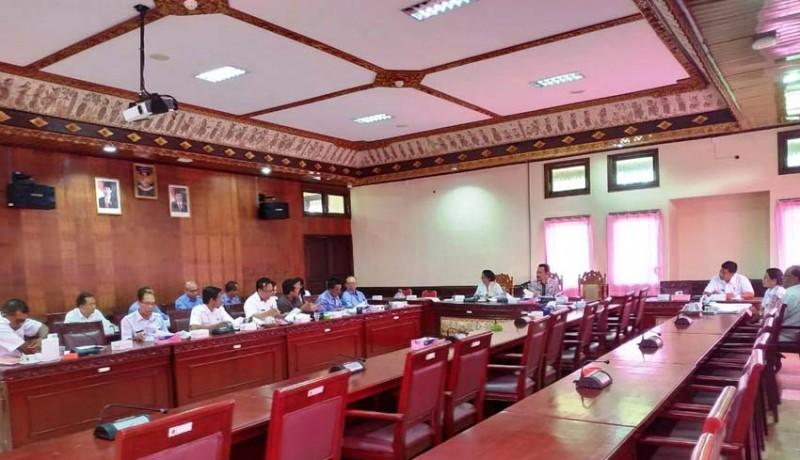 www.nusabali.com-lagi-rapat-pansus-dihadiri-satu-anggota