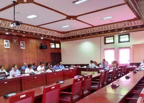 Nusabali.com - lagi-rapat-pansus-dihadiri-satu-anggota