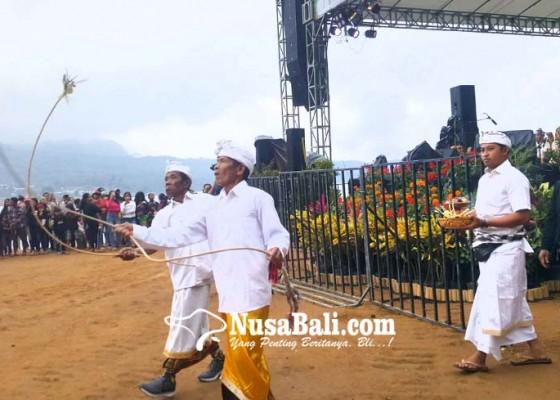 Nusabali.com - krama-pancasari-tampilkan-tari-sakral-sang-hyang-penyalin