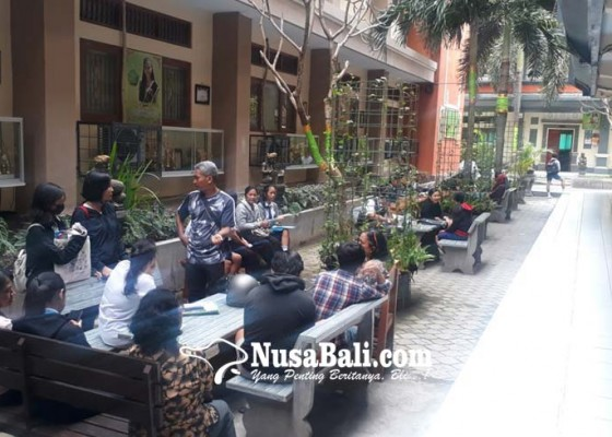 Nusabali.com - gagal-masuk-negeri-calon-siswa-mogok-sekolah