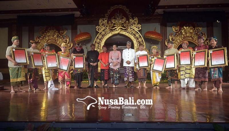 www.nusabali.com-gubernur-berikan-jaminan-kesehatan