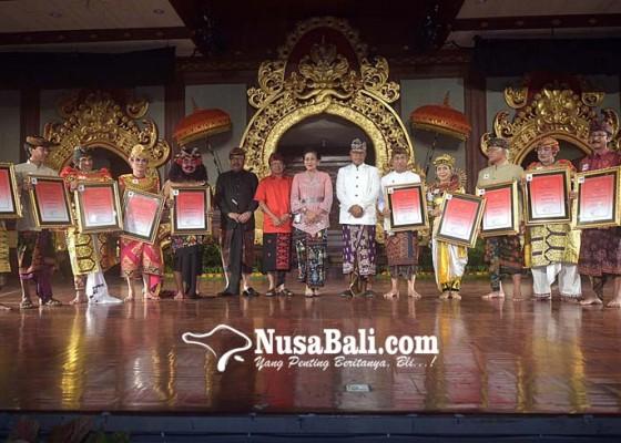 Nusabali.com - gubernur-berikan-jaminan-kesehatan