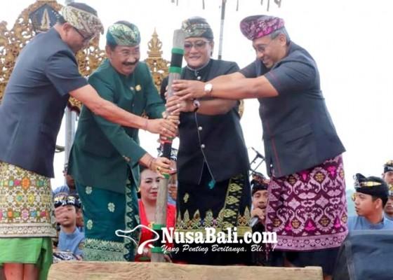 Nusabali.com - bupati-giri-prasta-buka-fbp-ke-8-dengan-membunyikan-lesung