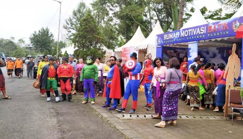 www.nusabali.com-super-hero-kampanyekan-pengurangan-kantong-plastik