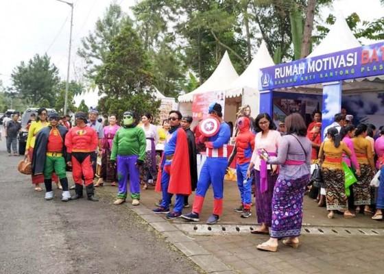 Nusabali.com - super-hero-kampanyekan-pengurangan-kantong-plastik