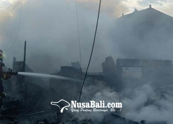 Nusabali.com - gudang-rongsokan-terbakar