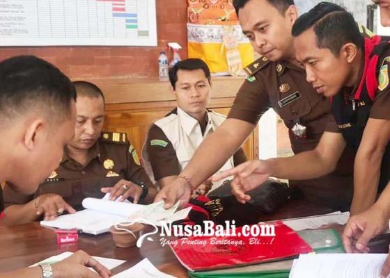 Nusabali.com - kejari-geledah-kantor-koni-gianyar
