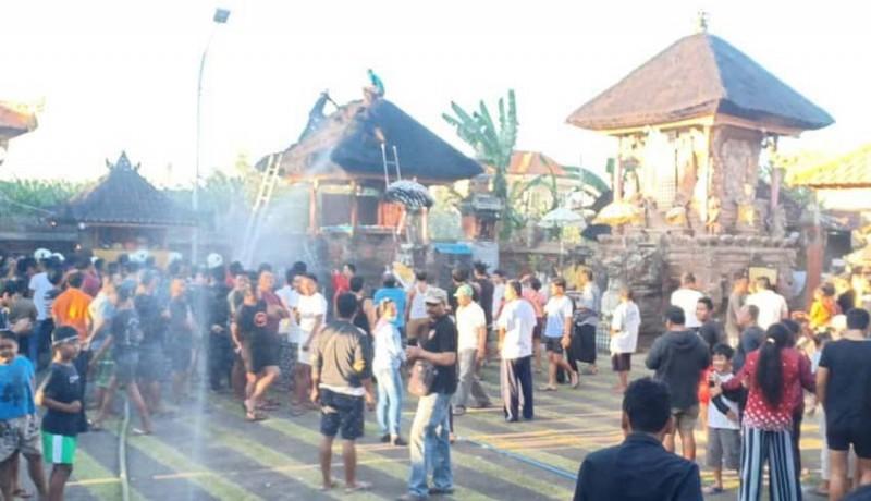 www.nusabali.com-bale-piyasan-dan-bale-pepelik-terbakar