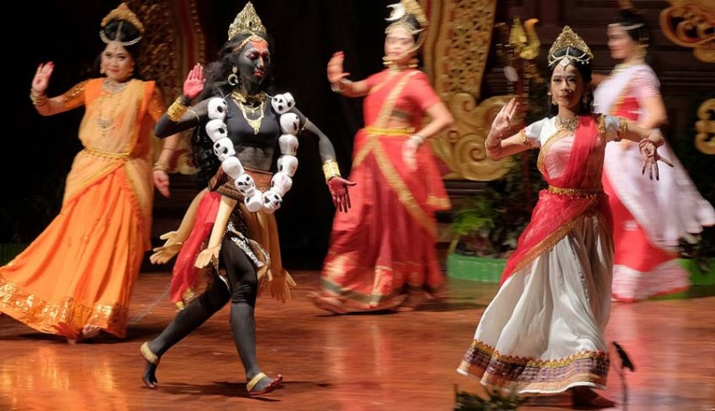 www.nusabali.com-pertunjukan-india-pesankan-menghargai-kekuatan-seorang-wanita
