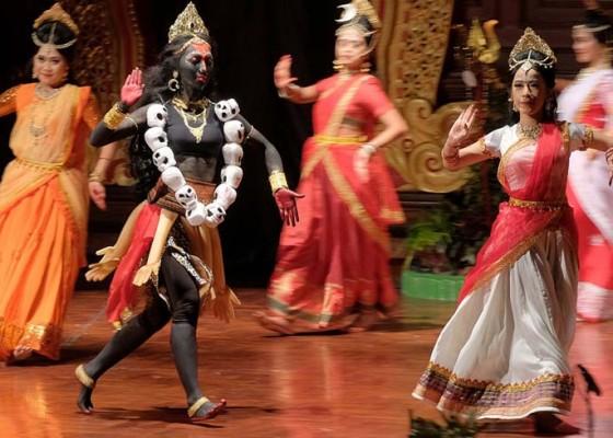 Nusabali.com - pertunjukan-india-pesankan-menghargai-kekuatan-seorang-wanita