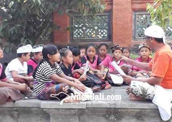 Nusabali.com - pasraman-desa-sengkidu-diikuti-100-siswa