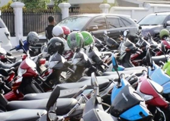 Nusabali.com - e-tiket-parkir-bandara-masih-sebatas-wacana