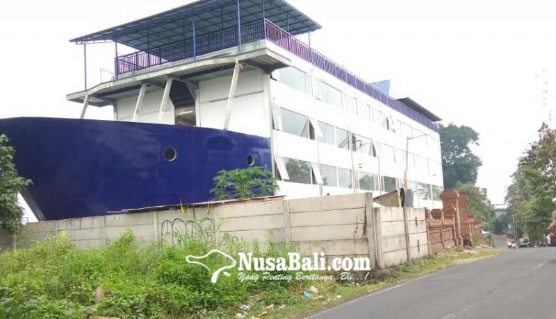 www.nusabali.com-kapal-laut-kagetkan-warga-mas