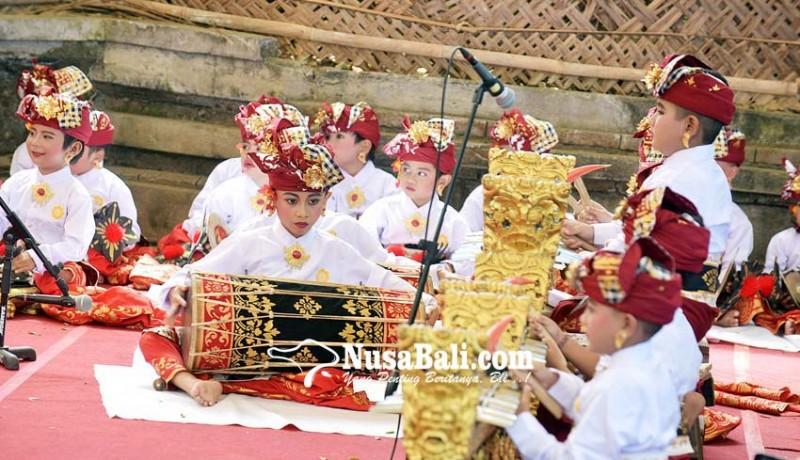 www.nusabali.com-lintas-generasi-mebarung-gong-kebyar