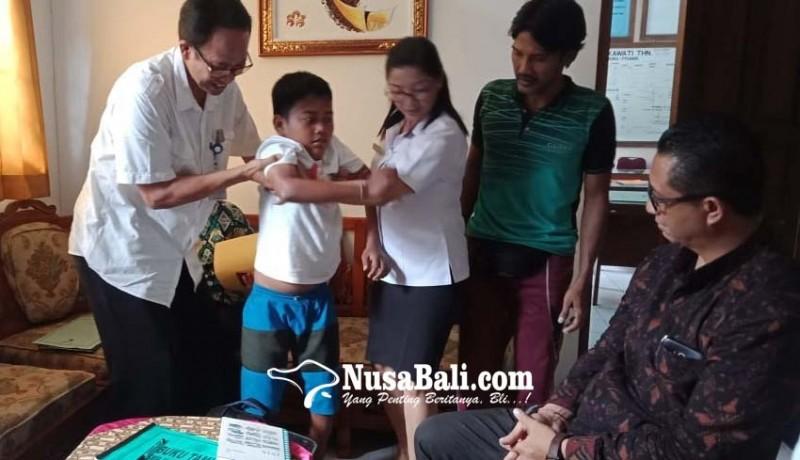 www.nusabali.com-sempat-terpental-bocah-lumpuh-akhirnya-lolos-ke-smpn-1-sukawati