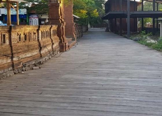 Nusabali.com - sungai-ditutup-papan-dengan-izin-palsu