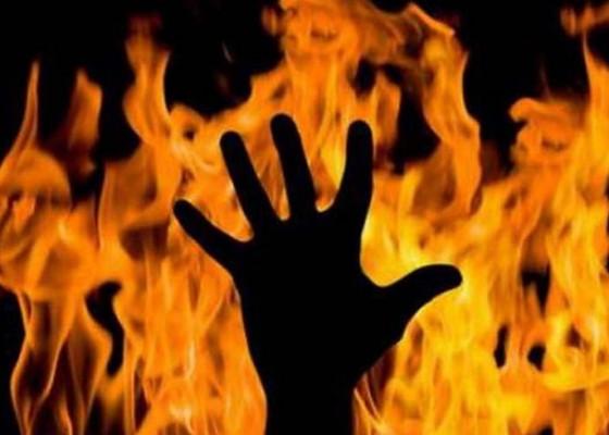 Nusabali.com - pria-bakar-hidup-hidup-ipar-ponakan
