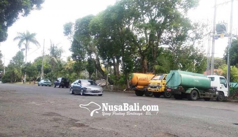www.nusabali.com-armada-dinas-lh-tabanan-tidak-punya-tempat-parkir