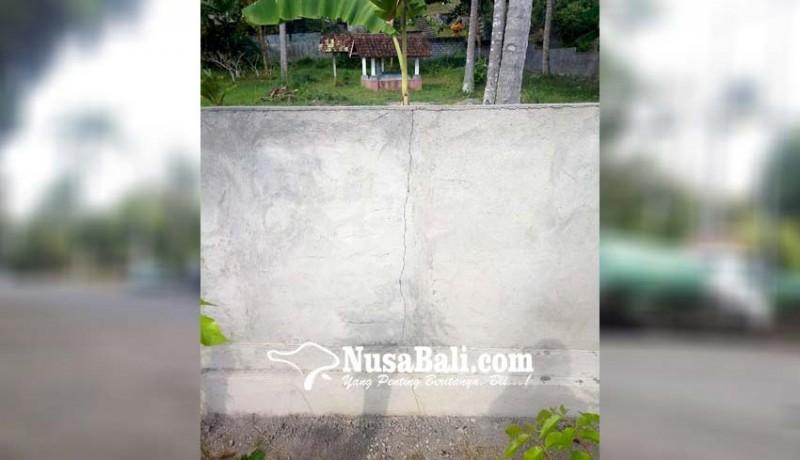 www.nusabali.com-baru-sebulan-usai-dibangun-tembok-pagar-tpu-retak