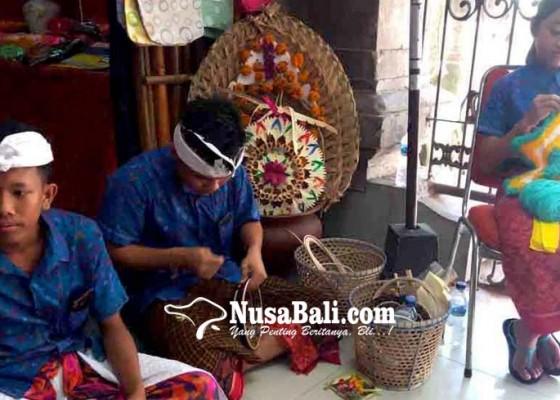 Nusabali.com - siswa-slbn-1-karangasem-pamerkan-karya-di-art-centre