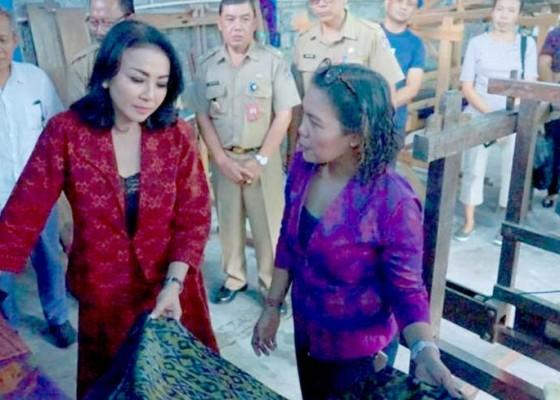 Nusabali.com - denpasar-gairahkan-penenun-endek