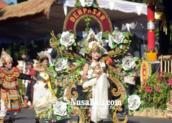 Nusabali.com - sekaa-berbusana-monyer-hingga-bau-mangsit