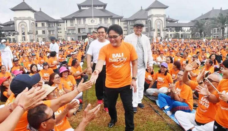 www.nusabali.com-badung-raih-rekor-muri-senam-yoga-tertawa-peserta-terbanyak