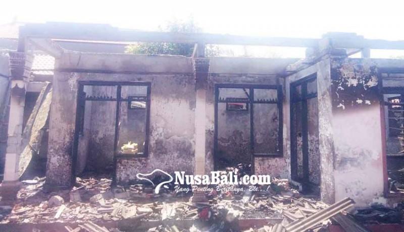 www.nusabali.com-korsleting-listrik-dua-rumah-jadi-puing