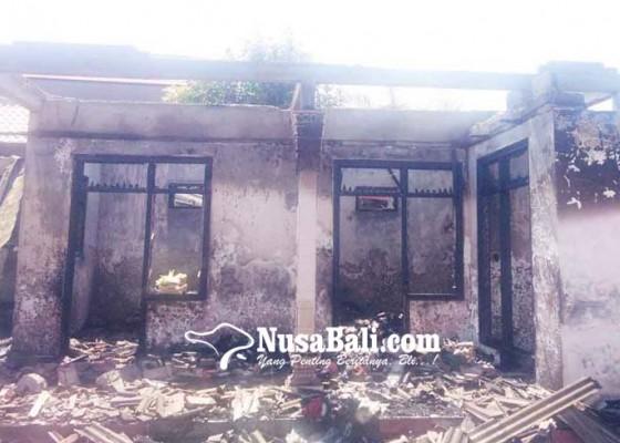 Nusabali.com - korsleting-listrik-dua-rumah-jadi-puing