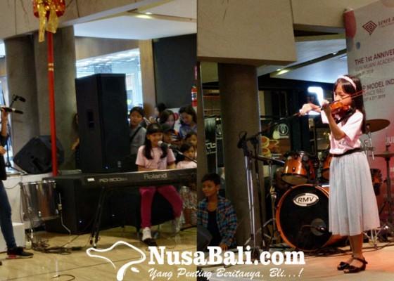 Nusabali.com - farabi-line-music-forum-ketika-usia-bukan-penghalang-talenta