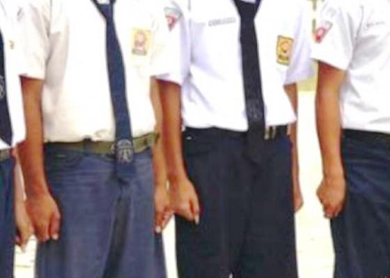 Nusabali.com - smp-pgri-klungkung-tak-terima-siswa