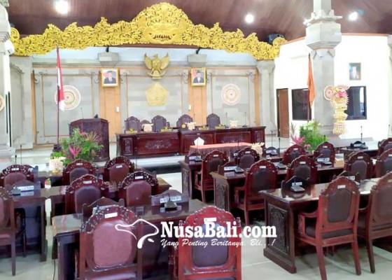 Nusabali.com - rapat-paripurna-dprd-tabanan-batal