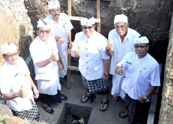 Nusabali.com - wabup-sanjaya-letakkan-batu-pertama-kantor-pmi-nyitdah