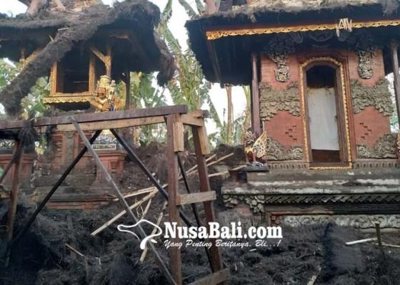 Nusabali.com - gara-gara-ilalang-pura-panti-pasek-gegel-terbakar