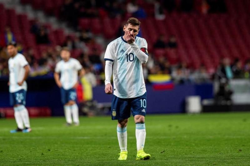 www.nusabali.com-argentina-minta-kartu-merah-messi-dicabut
