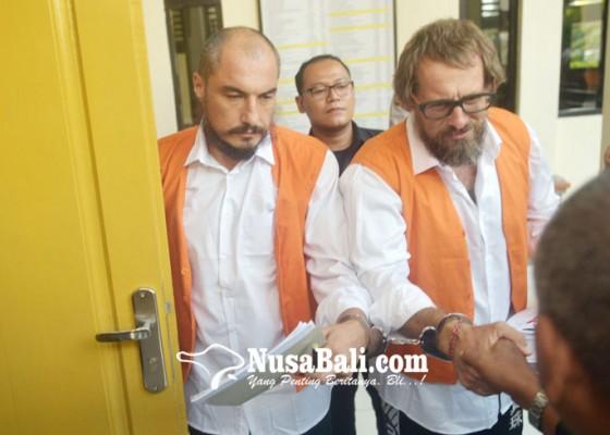 Nusabali.com - disidang-dua-perampok-asal-rusia-melawan