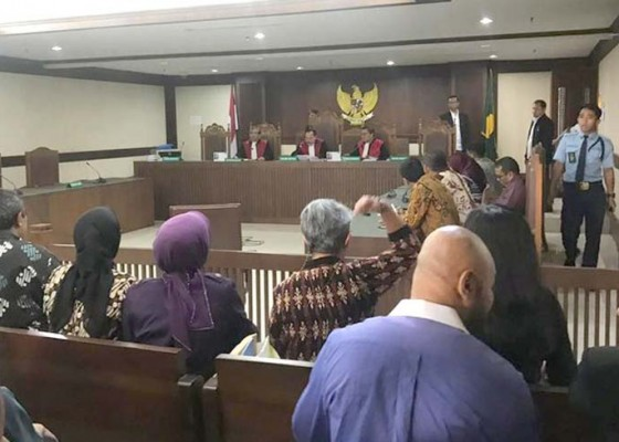Nusabali.com - hakim-pn-jakpus-diserang-pengacara-tw