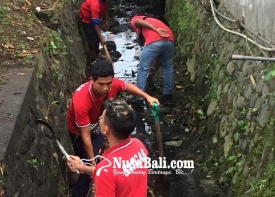 Nusabali.com - dlh-ajak-pedagang-bersihkan-got-kumuh
